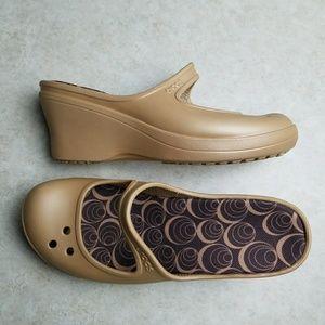 Crocs size 10 Tan Maryjane Wedge New!